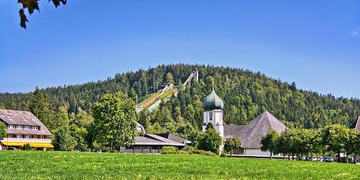 Hinterzarten im Hochschwarzwald - Lehrgangsort mit Großraum-Sporthalle und Flair